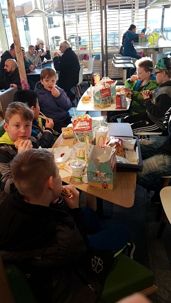 E-Jugend beim Essen©TuS Drakenburg